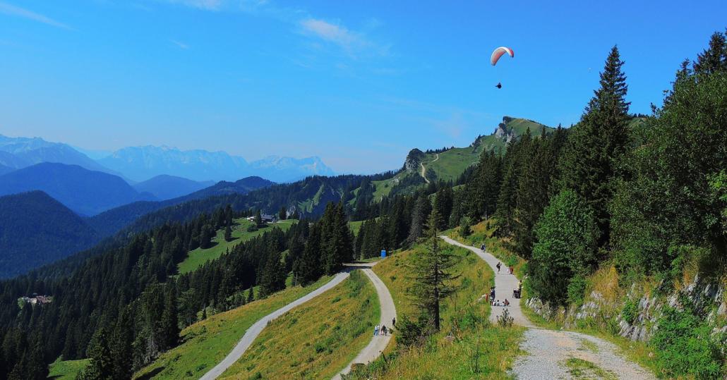 Wanderwege in den Bergen und im Tal